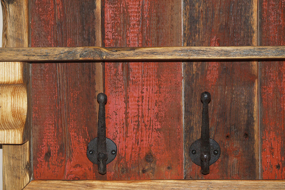 Ordinaire Red Rustic Hall Coat Rack 1170x780 02